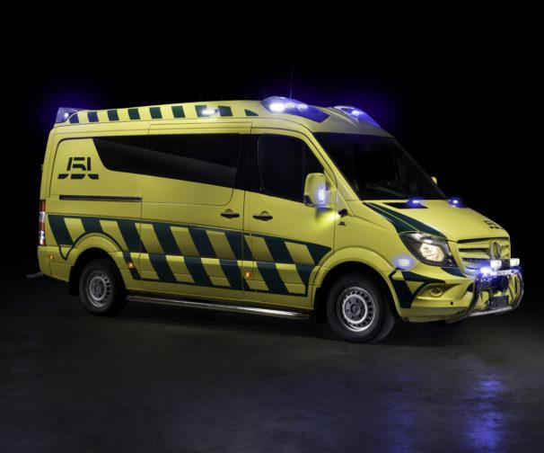 J5L-Production Mercedes-ambulanssi