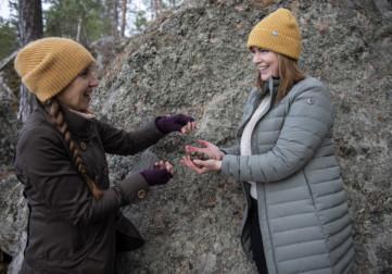 Kaksi naista tekee yhteistyötä